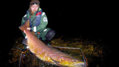 La variación genética que permitía que un salmón pasara cuatro años en el mar alcanzando los 20 kilos de peso está desapareciendo de entre los salmones atlánticos.