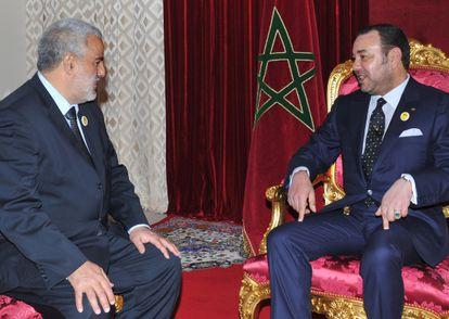 El rey de Marruecos recibe en Midelt al secretario general del PJD, Abdelilá Benkiran, para encargarle la formación de Gobierno.