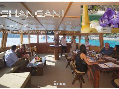 Imagen publicitaria del catamarán accidentado en la web de la compañía.