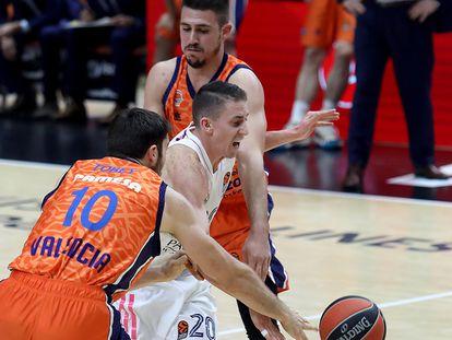 Tobey y Maronkovic cortan el paso a Carroll