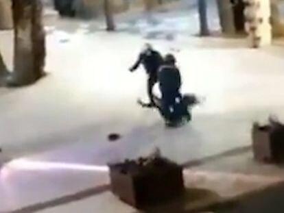 La Policía investiga a dos agentes por la violenta detención de una mujer sin mascarilla en Benidorm