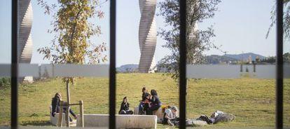 Un grupo de alumnos, el pasado noviembre, en el campus de la Universidad Autónoma de Barcelona.