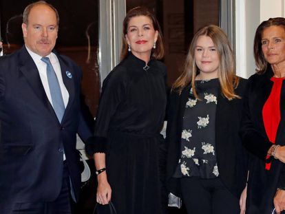 Alberto II de Mónaco, Carolina de Hanover, Estefanía de Mónaco y su hija Camille Gottlieb.