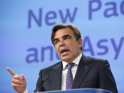 El vicepresidente de la Comisión Europea Margaritis Schinas, durante la rueda de prensa de presentación de la propuesta del pacto migratorio.