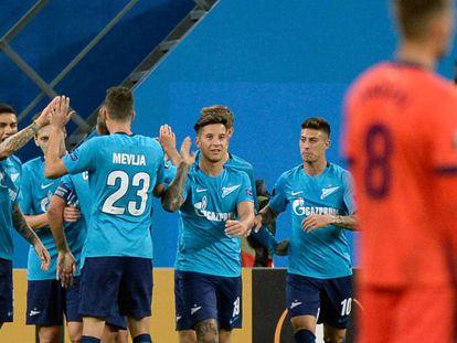 Los jugadores del Zenit celebran el segundo gol.
