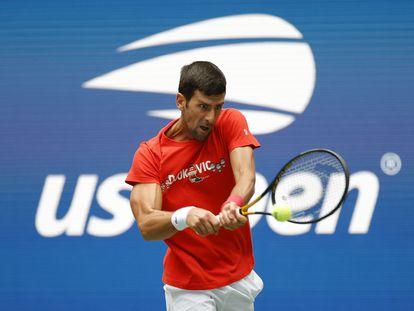 Djokovic golpea la pelota durante un entrenamiento de esta semana en Nueva York.