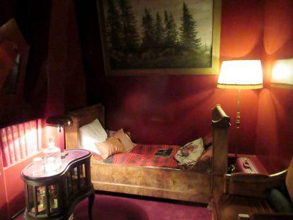 Réplica de uno de los dormitorios utilizados durante el rodaje de 'Dau', que se expuso en el centro Pompidou de París a modo de instalación.