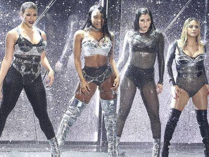 Las componentes de Fifth Harmony durante su actuación en los premios MTV de 2017.