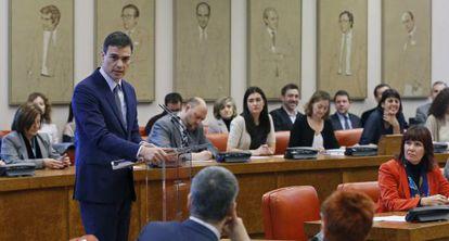 Pedro Sánchez , durante la reunión del grupo socialista.