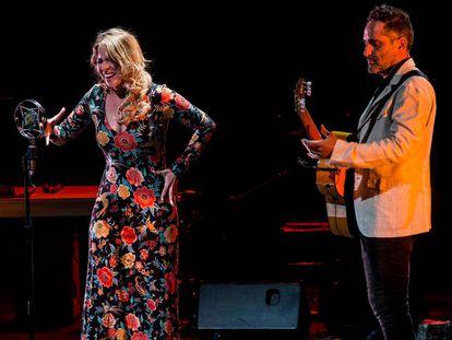 Rocío Márquez y Jorge Drexler, en su actuación de anoche en el festival Flamenco On Fire, en Pamplona.