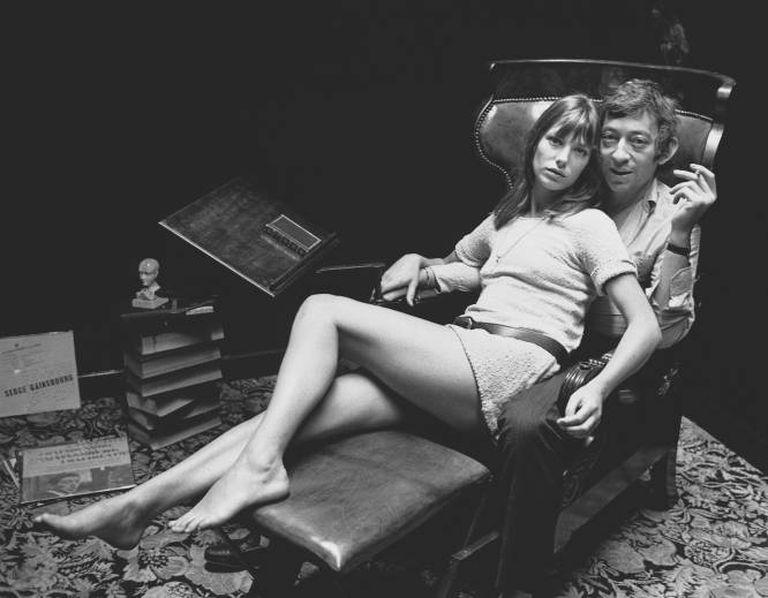 Jane Birkin y Serge Gainsbourg en su casa de París.