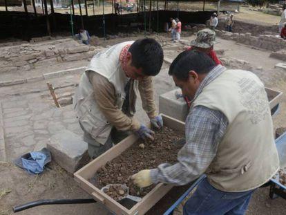Arqueólogos trabajan en el monumento arqueológico Chavín de Huántar, en el norte de Perú / En vídeo, cómo han sido las tareas del equipo de arqueólogos que trabaja en el monumento (QUALITY-REUTERS)