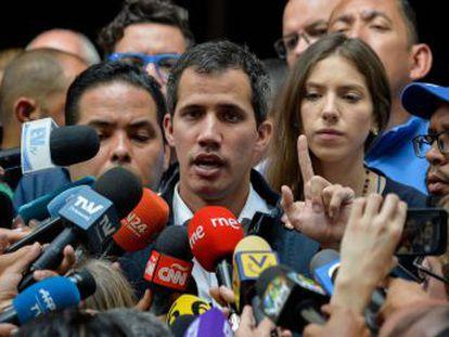 """Soldado, te doy una orden  no dispares al pueblo"""", afirma el líder opositor que juró como presidente"""