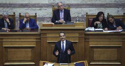 Kyriakos Mitsotakis, durante su intervención en el Parlamento griego, este sábado.