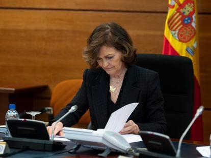La vicepresidenta del Gobierno, Carmen Calvo, durante la primera reunión del cfomité de situación sobre el estado de alarma.