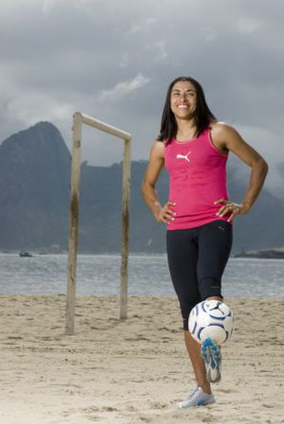 Marta Vieira posando en una playa de Brasil.