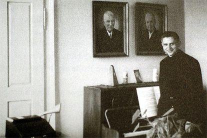 Joseph Razitger, durante su época de profesor de teología en Freising, en 1959.