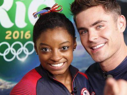 Simone Biles y Zac Efron, juntos en Río de Janeiro.