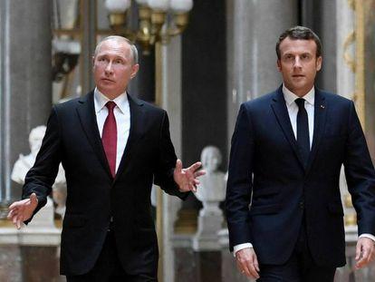 Vladímir Putin y Emmanuel Macron en Versalles en mayo de 2017