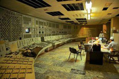 La sala de control de la central requiere, todavía hoy, de atenciones.
