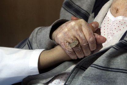 la ley de muerte digna exigirá reforzar los cuidados paliativos a domicilio.
