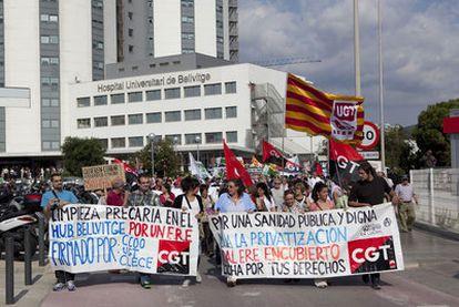 Protestas ante el hospital de Bellvitge, el pasado octubre.