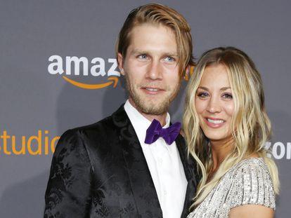 Kaley Cuoco y Karl Cook, en una fiesta en Los Ángeles tras los Globos de Oro de 2017.
