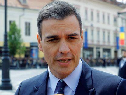 El presidente del Gobierno Pedro Sánchez, a su llegada a la cumbre europea informal de Sibiu (Rumania). En vídeo, declaraciones de Sánchez sobre el nombramiento de Miquel Iceta.