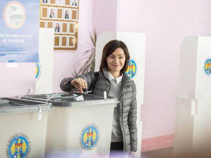 Maia Sandu, primera ministra moldava, vota el 3 de noviembre en Chisinau en la segunda ronda de las municipales.