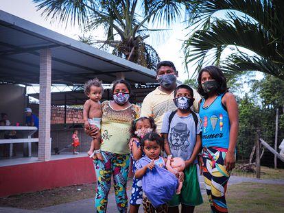 Familia de migrantes venezolanos en Brasil.