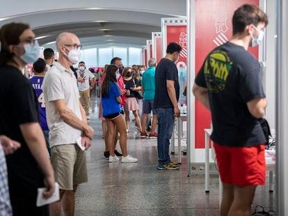 Punto de vacunación masiva  contra la covid-19 en la Ciudad de las Artes y las Ciencias de Valencia.