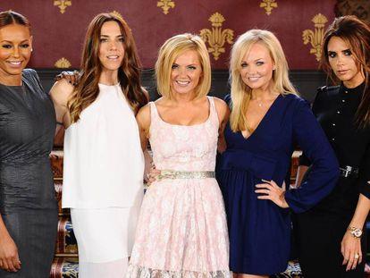 De izquierda a derecha Melanie Brown (Mel B), Melanie Chisholm (Mel C), Geri Halliwell, Emma Bunton y Victoria Beckham, juntas en 2012.