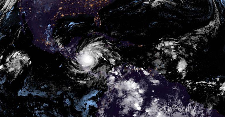 Imagen de satélite del ojo del huracán Iota.