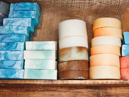 La cosmética sólida se ha convertido en una gran aliada contra el exceso de plásticos.
