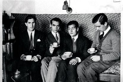De izquierda a derecha, José Bello, Federico García Lorca, Juan Centeno y Louis Eaton-Daniel, en una habitación de la Residencia de Estudiantes (Madrid, 1924)
