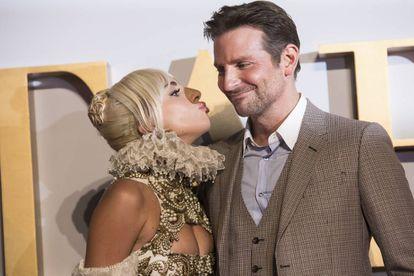 Lady Gaga y Bradley Cooper, durante la promoción de la película.