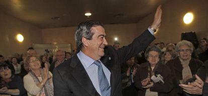 El presidente de Asturias, Francisco Álvarez-Cascos, en un mitin.