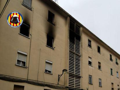 Incendio en una vivienda de Algemesí en una imagen de los Bomberos de Valencia.