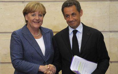 El presidente francés, Nicolas Sarkozy, y la canciller alemana, Angela Merkel,en el palacio del Elíseo de París.