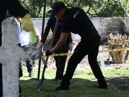 Las autoridades tratan de averiguar si se trata de un caso de  falsos positivos , civiles asesinados por el Ejército que después eran presentados como guerrilleros muertos en combate