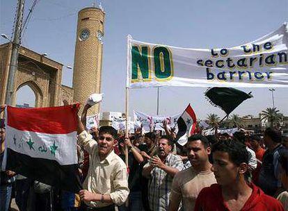 Residentes del enclave de Azamiyah protestan hoy contra el muro, a pesar del anuncio de Al Maliki.