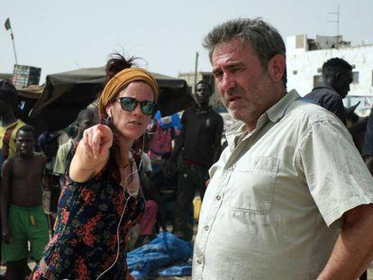Neus Ballús, con Sergi López en el rodaje de 'Staff Only'.