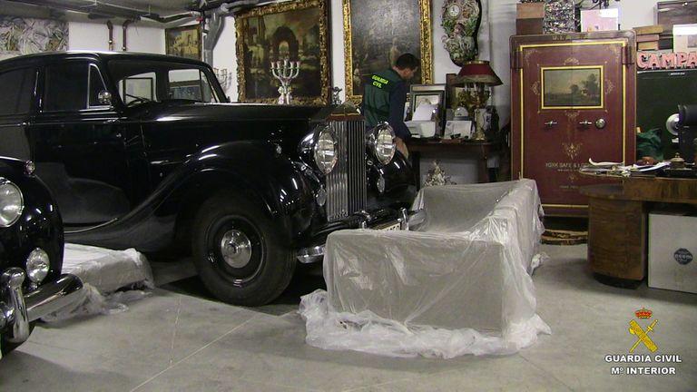 Uno de los registros realizados en Madrid por la Guardia Civil para localizar las obra de la colección Muñoz Ramonet.