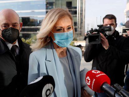 La expresidenta madrileña Cristina Cifuentes llega a la Audiencia Provincial de Madrid, este viernes.