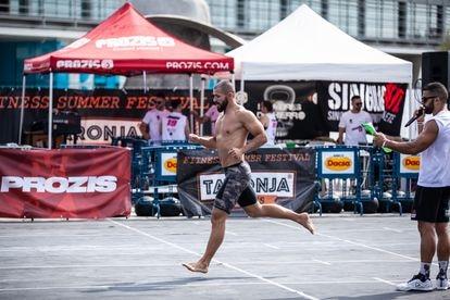 Un atleta durante una prueba del evento deportivo Taronja Games en Valencia, a finales de julio.
