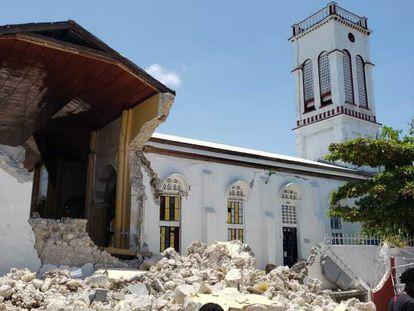 La iglesia del Sagrado Corazón en Los Cayos fue una de las que sufrió grandes destrozos en el terremoto de este sábado en Haití.
