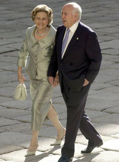 Álvaro Lapuerta y su esposa, en la boda de la hija de José María Aznar en El Escorial, en 2002.