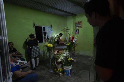 Sepelio de Xóchitl Nayeli Ireneo, una de las víctimas fallecidas en el bar.