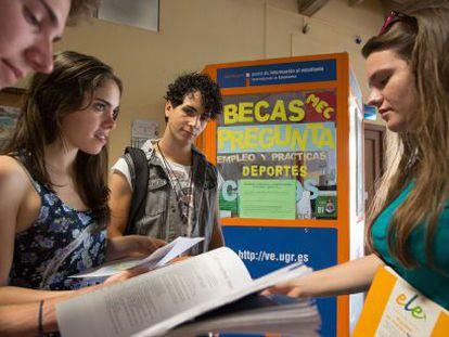 Punto de información sobre becas en la universidad de Granada.