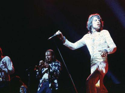Los Rolling Stones tocando en 1972 en el International Amphitheatre de Chicago. De izquierda a derecha, Bobby Keys, Jim Price y Mick Jagger.